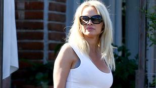 Pamela Anderson elvitte ebédelni a fiát és a barátnőjét