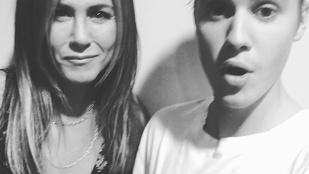 Justin Bieber Jennifer Anistonnal menőzik