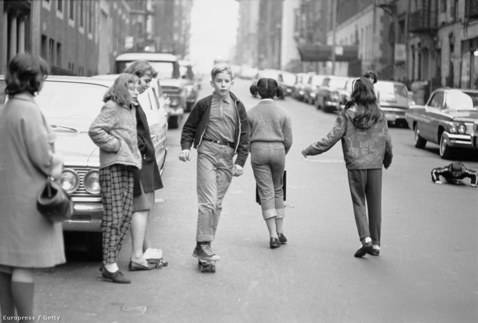 """""""A mai gördeszkások alapítók ebben a sortban, úttörők, az elsők. A gördeszkázásnak nincs történelme, most írjuk, Te is"""" - írta a  a The Quarterly Skateboarder első, 1964-ben megjelent számában a lap főszerkesztője, John Severson."""