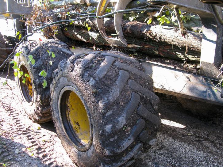 A széles gumik alig nagyobb erővel nehezednek a talajra, mint az ember lába