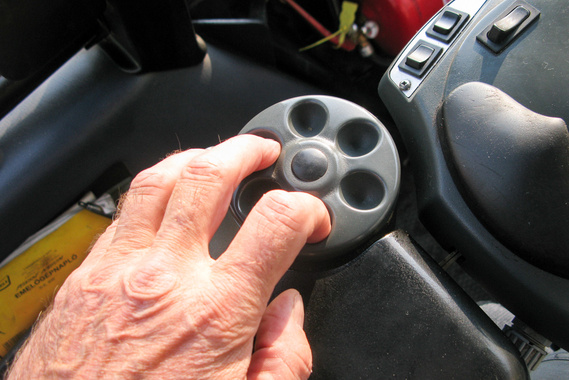 Három, vagy akár egy ujjal is lehet kormányozni, visszajelzés persze nincs