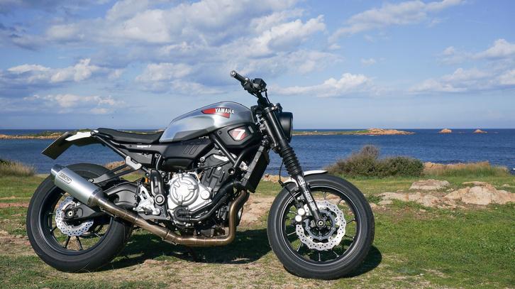 Ez egy másik motorépítő munkája, nem a boltban kapható XSR. Jó áll neki a rövid far