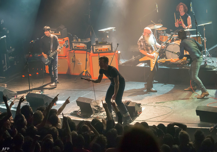 Az Eagles of Death Metal párizsi koncertje a Bataclanban 2015. november 13-án.