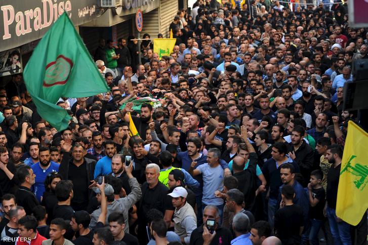 Az áldozatok tetemése Bejrútban