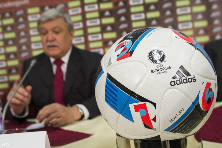 Csányi Sándor az MLSZ sajtótájékoztatóján 2015. november 16-án.
