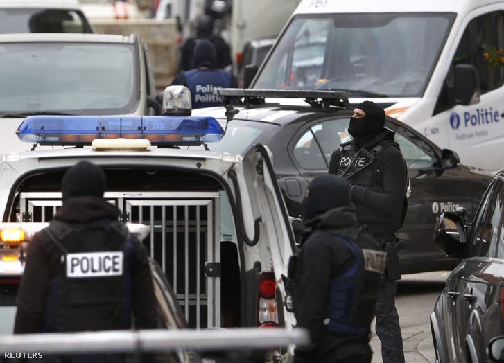 Rendőri razzia Brüsszel Molenbeek kerületében 2015. november 16-án.