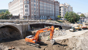 Kevesebb mint egy hónap, és újra lehet közlekedni a Széll Kálmán téren!