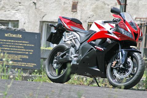 Repülés, motorozás a Honda mindkettőben otthon van