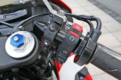 Mindennapos motorozáshoz túl mélyre kerültek a kormánycsutkák