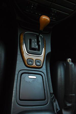 J-gate, ami csak a Jaguarnak van, afféle védjegy. A rövidebb száron sorakoznak a kézi fokozatok - egymás után