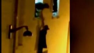 Megszólalt a túsz, aki megmentette a Bataclan ablakában lógó terhes nő életét