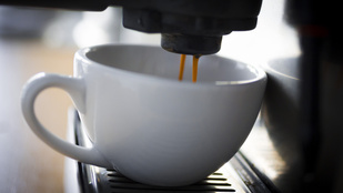 Tovább él, ha napi három kávét iszik