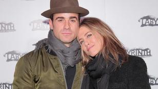 Jennifer Aniston eléggé szerelmes