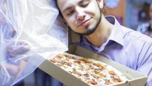 Ez az orosz srác egy pizzát vett feleségül
