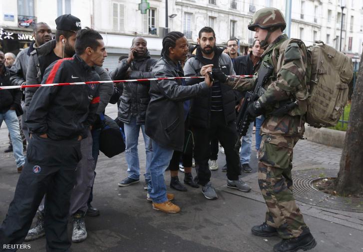 Katonák zárták le a párizsi Saint-Denis negyedet szerda délelőtt.