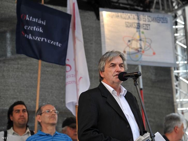 Mendrey László a Pedagógusok Demokratikus Szakszervezetének elnöke
