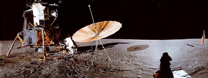 Az Apollo-12 űrkompja és landolási helye