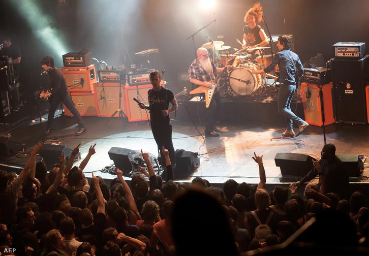 Az Eagles of Death Metal párizsi koncertjén készült fotó, néhány perccel a támadás előtt.