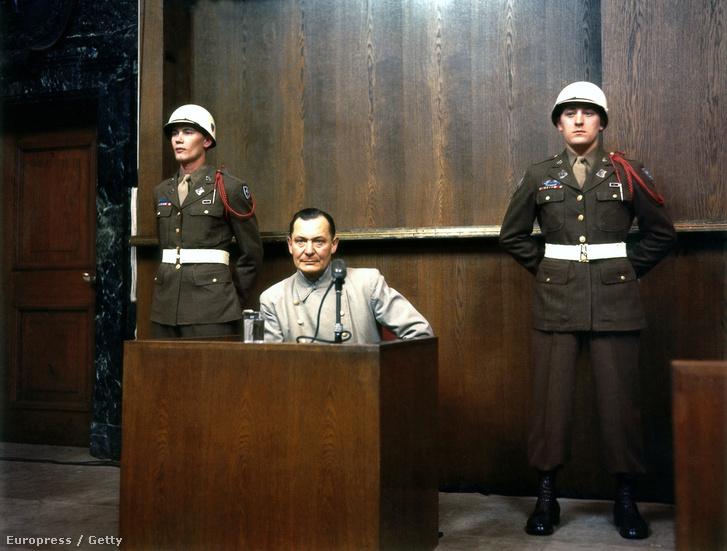 Göring a vádlottak padján