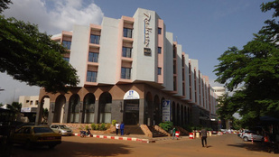 170 embert ejtettek túszul egy bamakói luxusszállodában