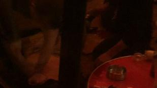 Itt a videó, amin az ápoló próbálja újraéleszteni az öngyilkos merénylőt