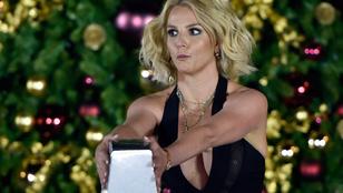Britney Spears mellközzel mókázik