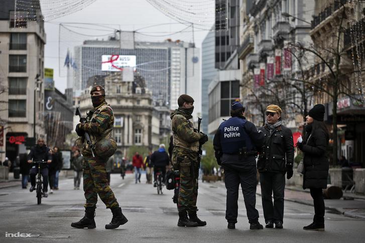Terrorfenyegetések miatt a legmagasabb fokú készültség van érvényben Belgiumban.