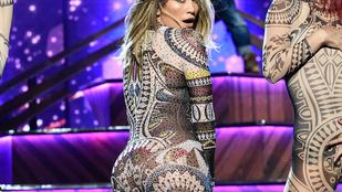 Jézus: Jennifer Lopez teste múlt éjjel se tűrte a ruhát