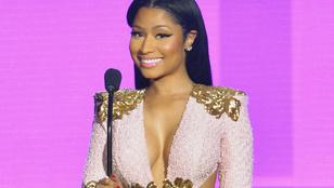 Nicki Minaj négy félgömbje szűk ruhában látható