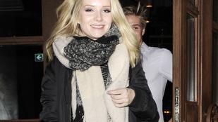 Kate Moss kishúgát most kabátban is megnézheti