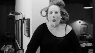 Ahogyan még soha nem látta Adele-t, és talán nem is akarta