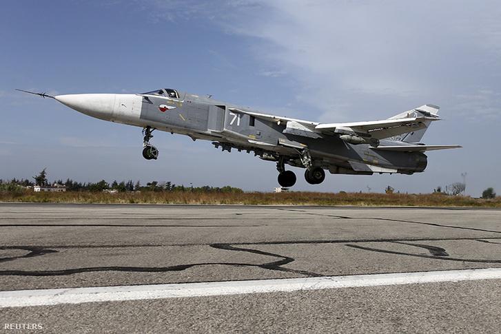 Egy Szíriában állomásozó orosz Szu-24-es a Hmeymim támaszponton, 2015 októberében