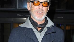 Ön felismerte volna Pierce Brosnan-t ebben a szemüvegben?