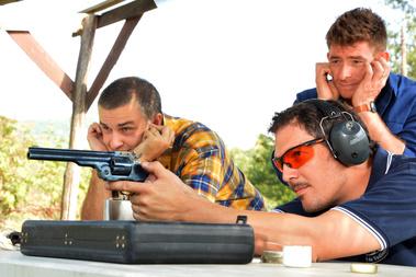 Ez már egy fokkal modernebb, forgótáras pisztoly .45-ös lövedéket lő ki (11,48 mm). Akit egy ilyen eltalált, az már jó eséllyel nem ment sehová.