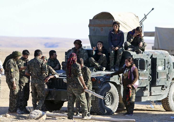 Az amerikai támogatással harcoló Szír Demokratikus Erők Hasaka tartományban november 14-én