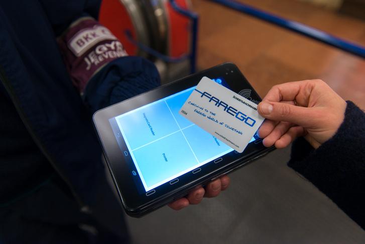 A BKK e-jegyről szóló hírében ezt a chipkártya-leolvasót mutatják be példának