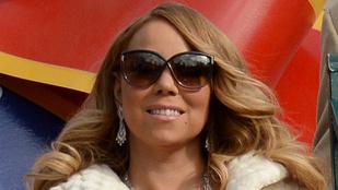 Az a gyanúnk, hogy Mariah Carey majd megfagyott ebben a ruhában