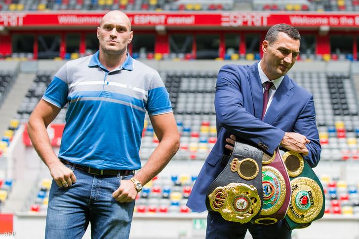 Tyson Fury és Vlagyimir Klicskó a sajtótájékoztatón 2015. július 21-én.