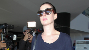 BRÉKING! Anne Hathaway gyereket vár