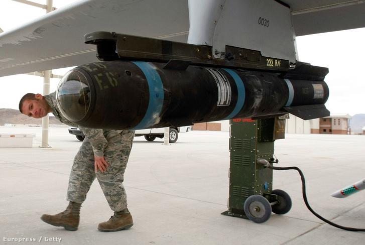 Predator drónra erősített Hellfire rakéta a Creech légibázison a nevadai Indian Springsben