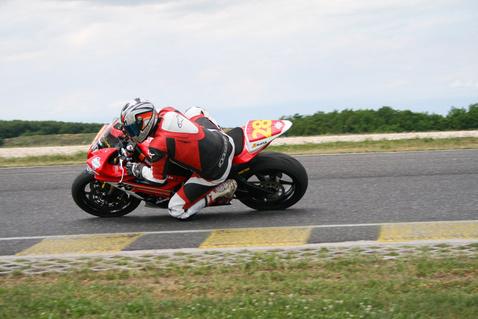 Semmire nem vágyok egy ilyen motorral a versenypályán kívül