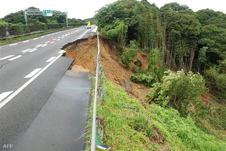 Földrengés nyomai Japánban