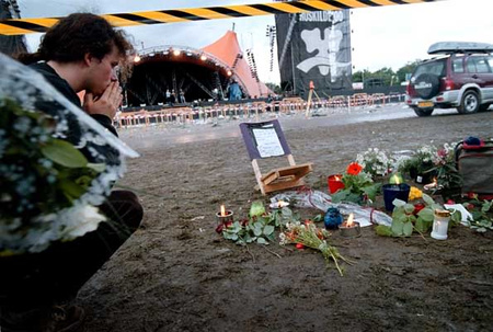 Gyászolnak a roskildei tragédia helyszínén