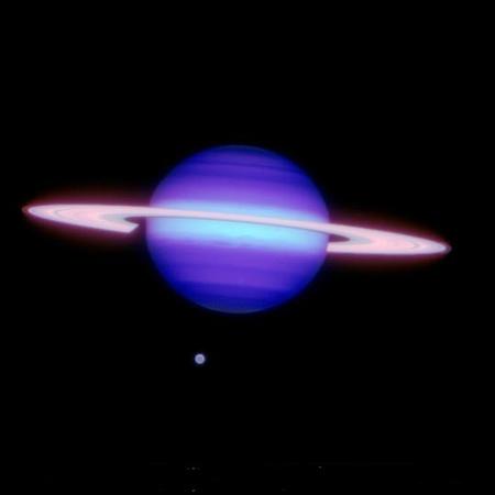 A Szaturnusz és a Titan 2009. május 7-én, az északi Gemini teleszkóp adaptív optikás közeli infravörös kamerájával.