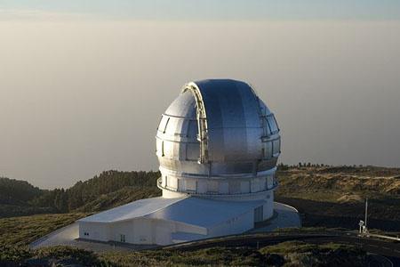 A Gran Telescopio Canarias egy 2400 méter magas vulkán tetejéről kémleli az eget.