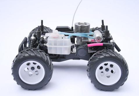 Nitrós alváz: üzemanyagtartály, motor, kipufogó
