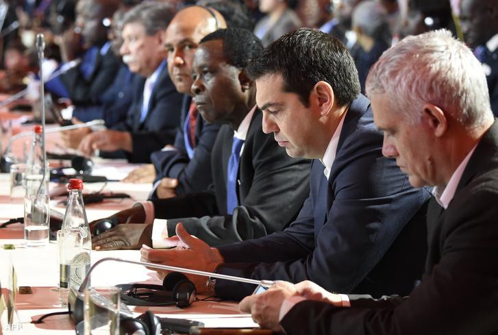 Ciprasz görög miniszterelnök és delegáltjai a párizsi ENSZ COP21 konferencián, 2015. november 30-án.