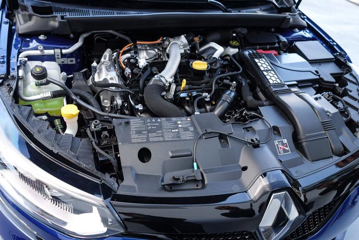 Érdekes, erről a 205 lóerős motorról teljesen hiányzott a burkolat