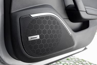 A Bose-zal együtt fejlesztett a Renault