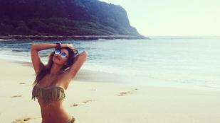 Nicole Scherzinger Hawaiion van, tehát alig van rajta ruha